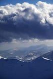 雪山和暴风云 免版税库存图片