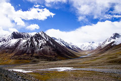 雪山在蓝天2下 库存图片