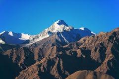 雪山脉在Leh拉达克 免版税库存照片