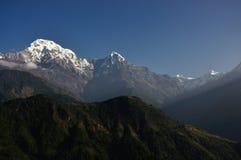 雪山风景全景视图 免版税库存照片