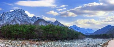 雪岳山全景在冬天,著名山在韩国 免版税库存照片