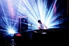 雪崩带执行一个DJ集合音乐会在Primavera声音2016年 免版税库存图片
