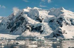 雪崩,天堂港口,南极半岛 库存照片