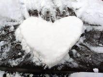 雪心脏 免版税库存图片