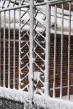 雪报道的铁门 免版税图库摄影