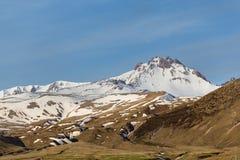 雪报道的Erjiyes峰顶 免版税库存图片
