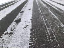 雪搽粉的路线 免版税库存图片
