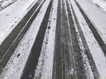 雪搽粉的路 免版税图库摄影
