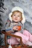 雪撬的女孩 库存图片