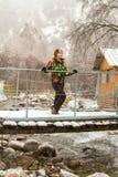 滑雪服的美丽的妇女在户外多雪的冬天 免版税库存照片