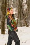 滑雪服的美丽的妇女在户外多雪的冬天 库存图片
