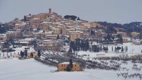 雪村庄在托斯卡纳 免版税库存照片