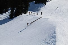 雪板BC跳跃吹口哨加拿大 免版税库存照片