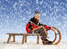 雪橇的女孩 免版税库存照片