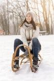 雪橇的妇女 免版税库存图片