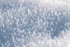 雪水晶,雪花宏观神色  背景蓝色雪花白色冬天 库存图片