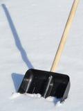 雪清洁的铁锹 免版税库存照片