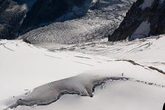 雪爬山者 库存照片