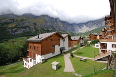 滑雪瑞士山中的牧人小屋Leukerbad瑞士 免版税库存图片