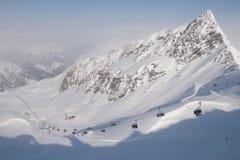 滑雪电缆车和倾斜在Apls 图库摄影