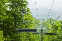 滑雪电缆车在夏天, Collingwood,安大略,加拿大 免版税图库摄影