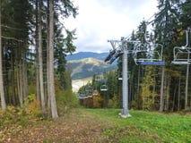 滑雪电缆车在Bukovel 免版税库存图片