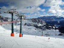滑雪电缆车在Kronplatz 库存图片