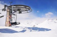 滑雪电缆车轮子在冬天 库存照片