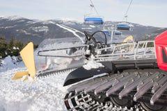 滑雪的倾斜准备的机器 免版税库存图片