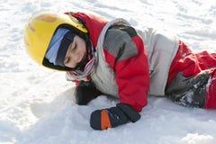 雪的儿童滑雪者 免版税库存图片