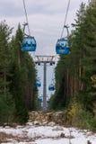 滑雪的升降椅 免版税图库摄影