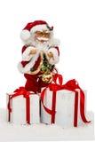 雪的圣诞老人与礼物盒-戏弄,隔绝在白色bac 免版税库存照片