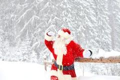 雪的圣诞老人在圣诞节的冬天 免版税图库摄影