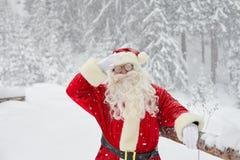 雪的圣诞老人在圣诞节的冬天 图库摄影