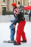 滑雪的教的孩子 库存照片