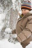 雪的男孩 免版税库存照片