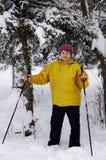 滑雪的老妇人 图库摄影