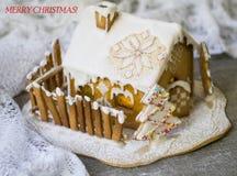 雪的装饰圣诞节华而不实的屋与全国装饰品 圣诞快乐的登记 卡片与与 库存照片
