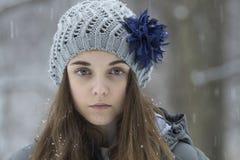 雪的青少年的女孩 库存照片