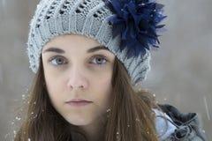 雪的青少年的女孩 库存图片
