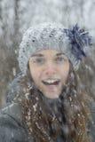雪的青少年的女孩 免版税图库摄影