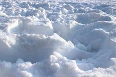 雪的领域与许多脚步的 库存照片
