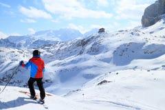 滑雪的年轻男孩 免版税库存图片