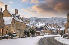 雪的Cotswold村庄 免版税图库摄影