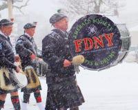 雪的FDNY鲜绿色社会 免版税图库摄影