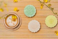 雪皮肤月饼的甜颜色 传统中间秋天festiv 免版税库存照片