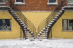 雪盖的楼梯 库存图片