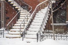 雪盖的楼梯 库存照片