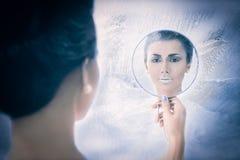 雪看在镜子的女王/王后概念 免版税库存图片