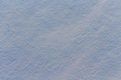 雪纹理在蓝色光的 库存照片